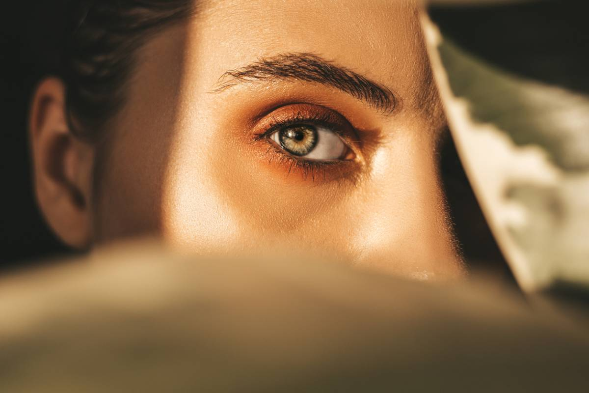 What makes eyes attractive?